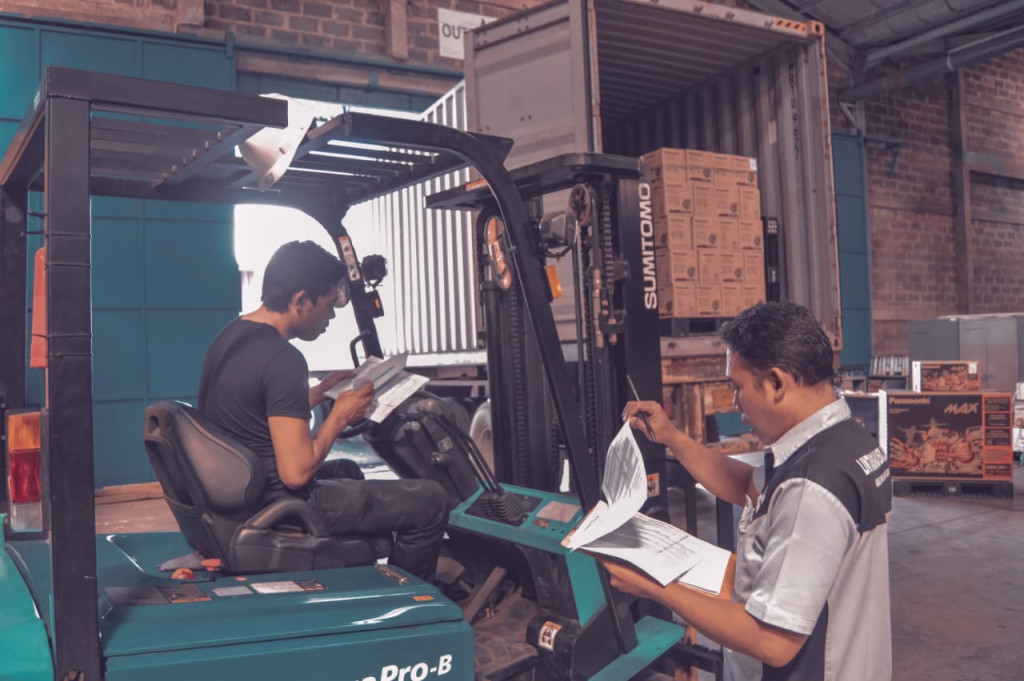Sewa Ekspedisi Via Container Balikpapan ke Surabaya