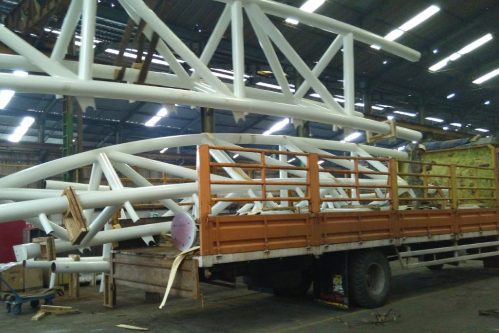 Loading Muatan kontruksi Rafter Bandara Ciliriwut, Palangkaraya